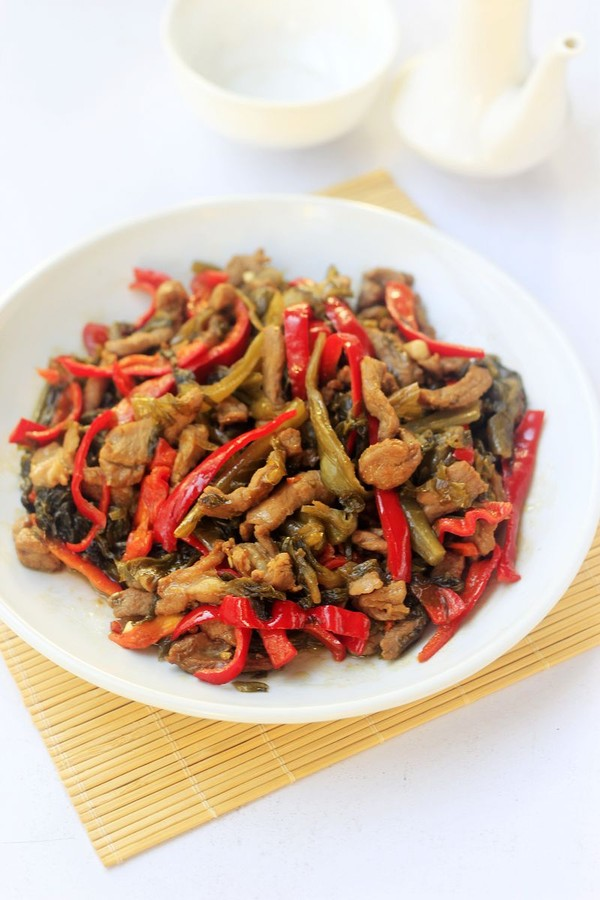 酸菜炒羊肉成品图