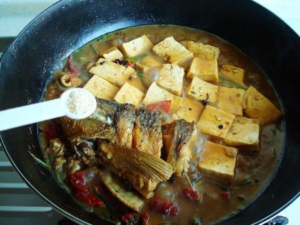 豆腐炖鱼头怎样煸