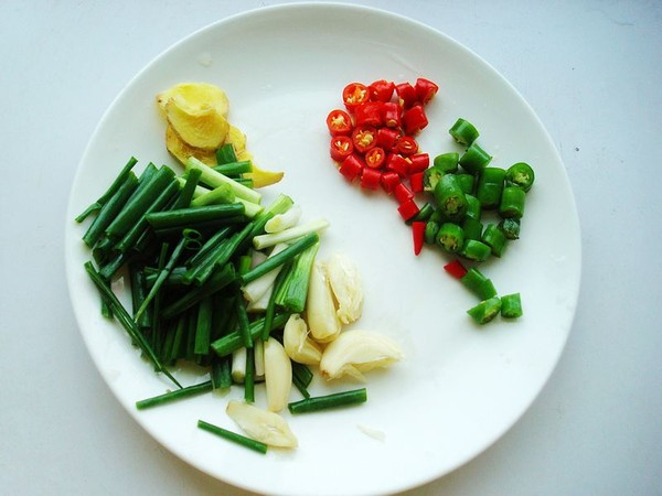 砂锅炖草鱼的简单做法
