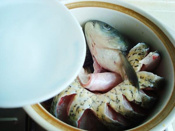 砂锅炖草鱼怎么煮