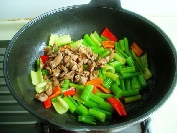芹菜炒羊肉怎么炒