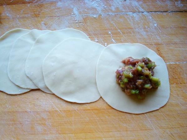 芹菜牛肉饺子怎样炒
