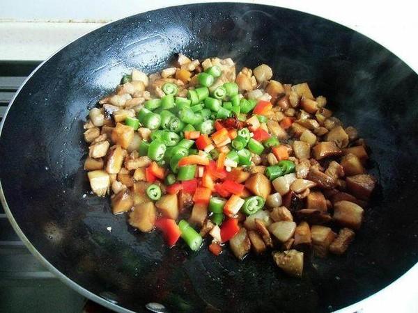 尖椒香菇焖肉丁怎么炒