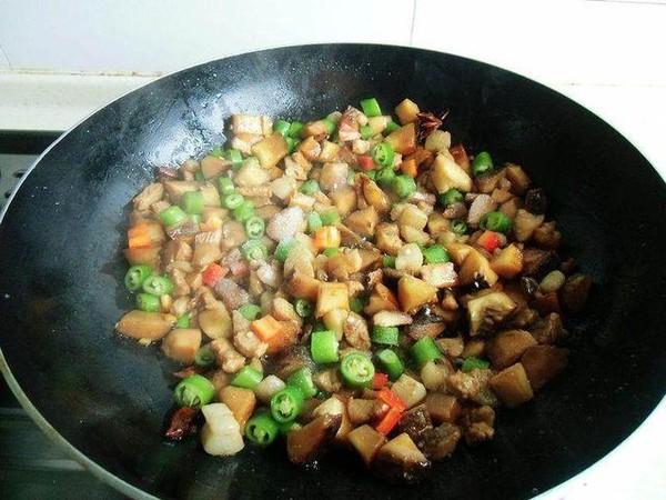 尖椒香菇焖肉丁怎么煮