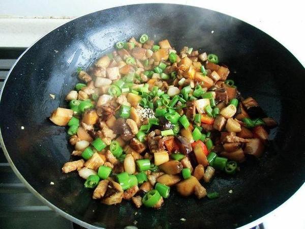 尖椒香菇焖肉丁怎么炖