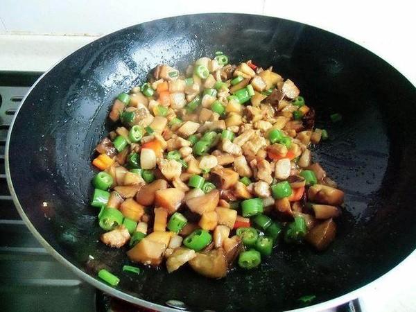 尖椒香菇焖肉丁怎么煸