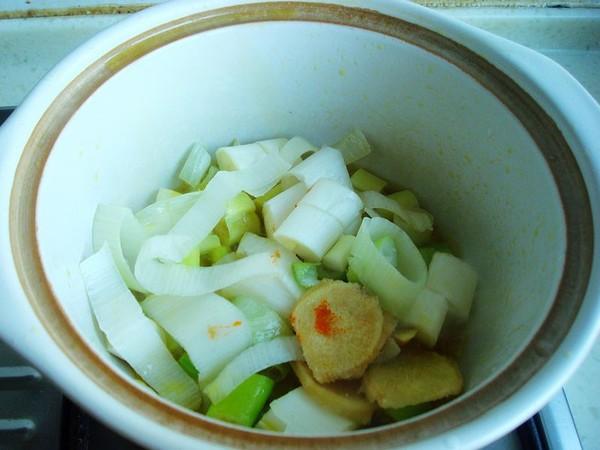 砂锅金针菇焖鱼怎么做