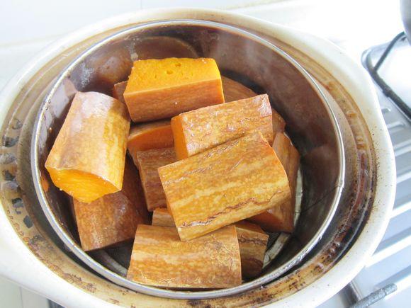 砂锅煨南瓜的步骤