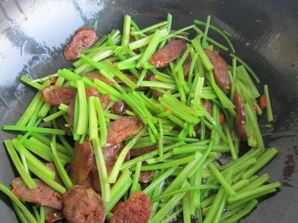 毛芹菜炒腊肠怎么煮