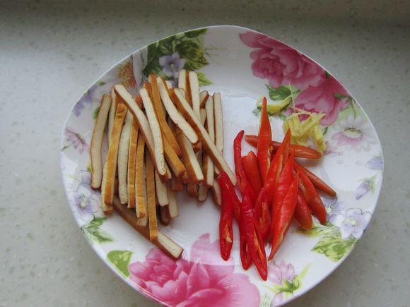 香干蒜薹炒肉丝的家常做法