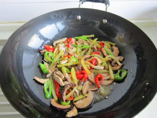 榨菜香菇炒肉怎样煸
