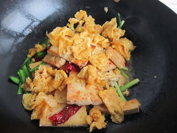 韭菜鸡蛋炒豆腐怎么煸