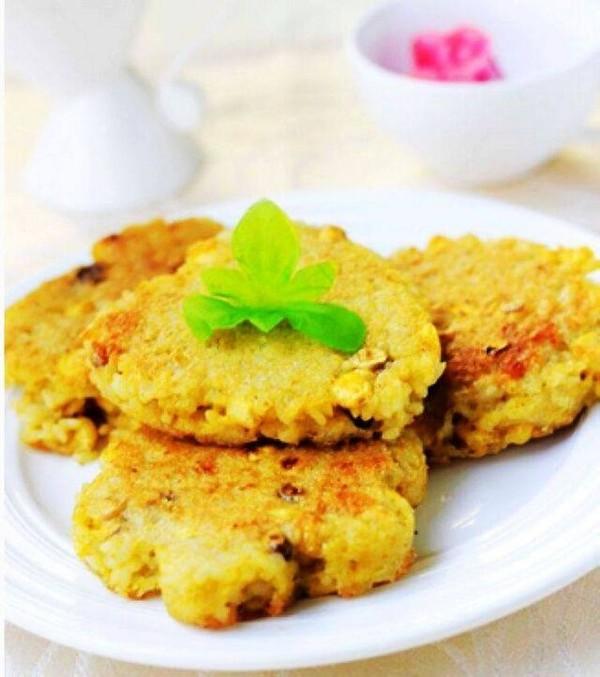 玉米鸡蛋米饭饼成品图