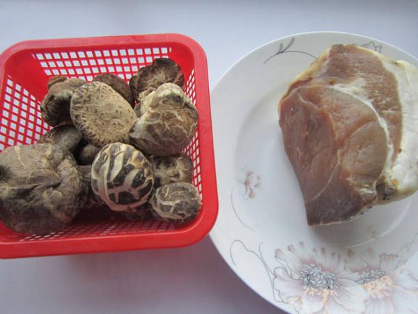香菇炖腊肉的做法大全