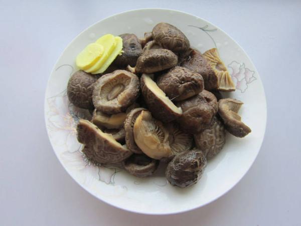 香菇炖腊肉的家常做法