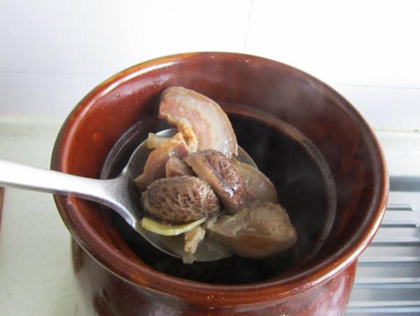 香菇炖腊肉怎样做