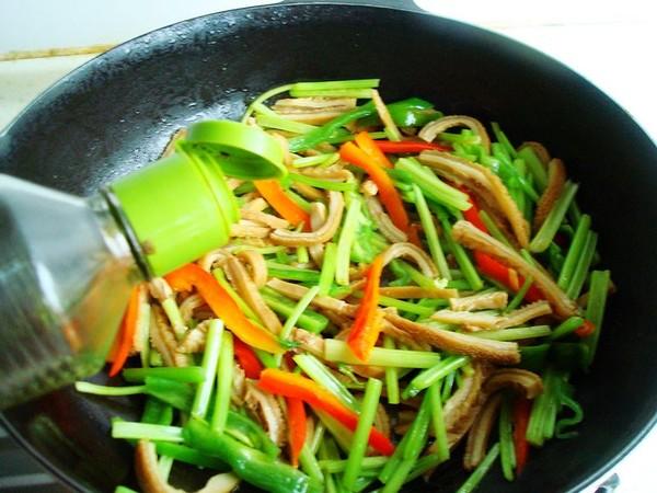 毛芹菜炒牛肚怎么煮