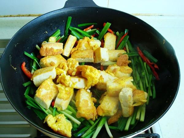 韭菜炒豆腐怎么煸