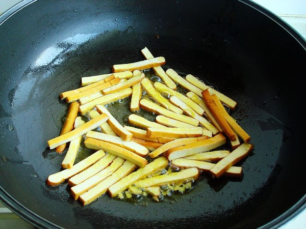 韭菜香干炒黄豆芽的简单做法