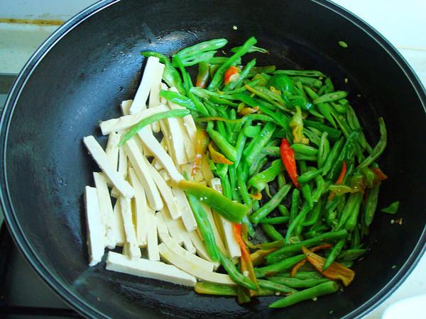 老干妈四季豆炒豆腐干怎么吃