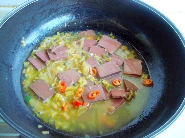 酸菜烧鸭血的步骤