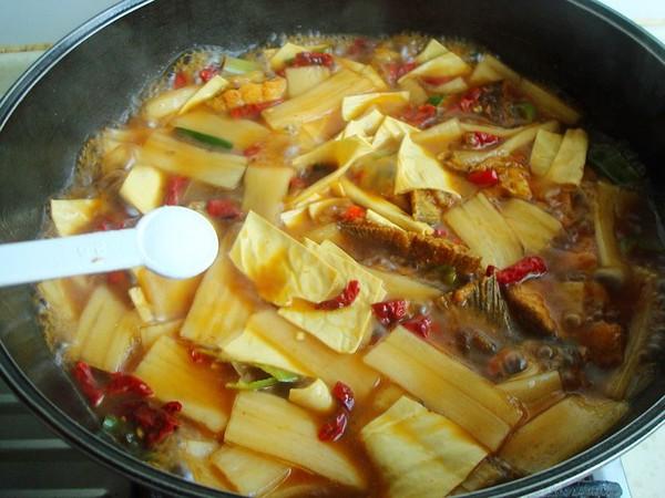 豆油皮宽粉炖鱼怎么煮