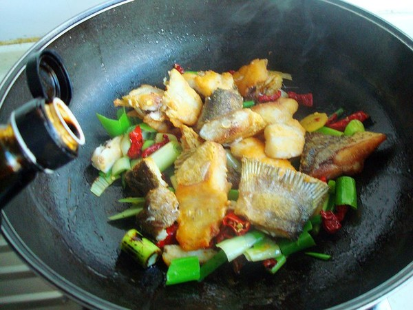 豆油皮宽粉炖鱼怎么做