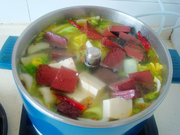 白菜豆腐炖血块怎么做