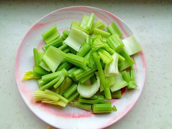 芹菜炒牛肚的做法图解