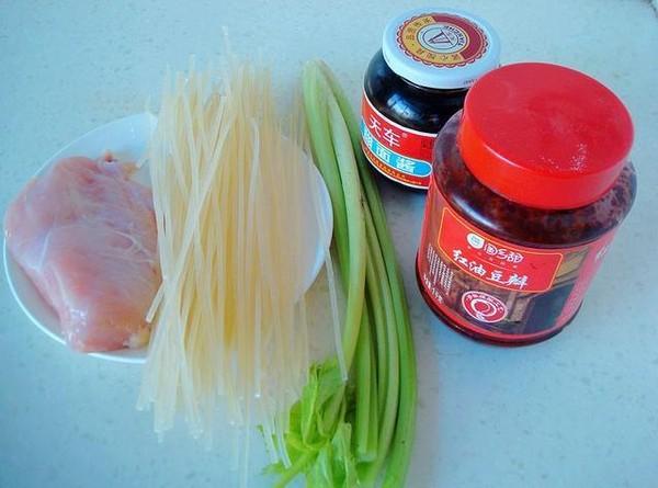 新疆鸡肉炒米粉的做法大全