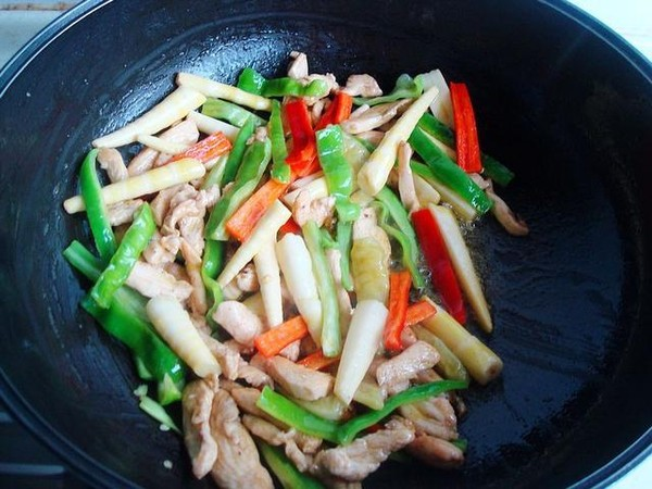 泡椒笋尖炒鸡肉怎么做