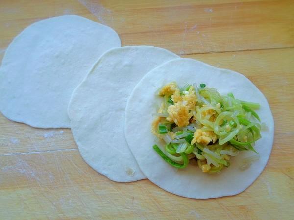 西葫芦粉条鸡蛋包子的步骤