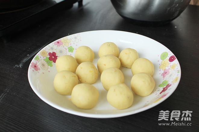 好吃又简单易做的炸红薯丸子的家常做法