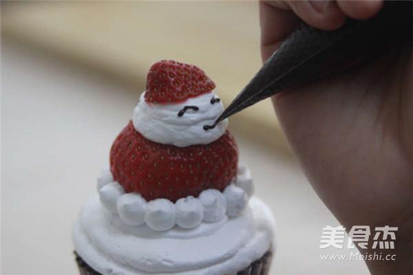 圣诞老人纸杯蛋糕的制作