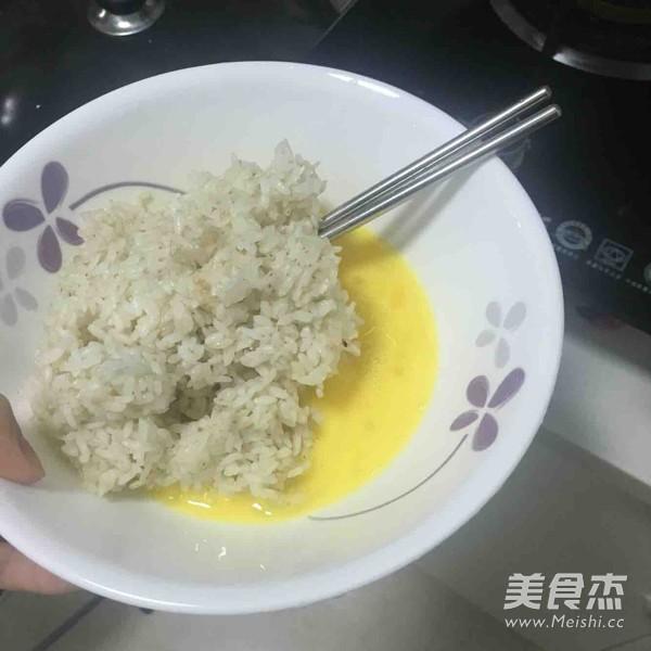 XO酱金包银蛋炒饭怎么吃