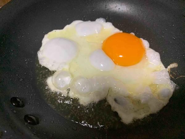 #中卓炸酱面#脆虾鸡蛋炸酱方便面的步骤