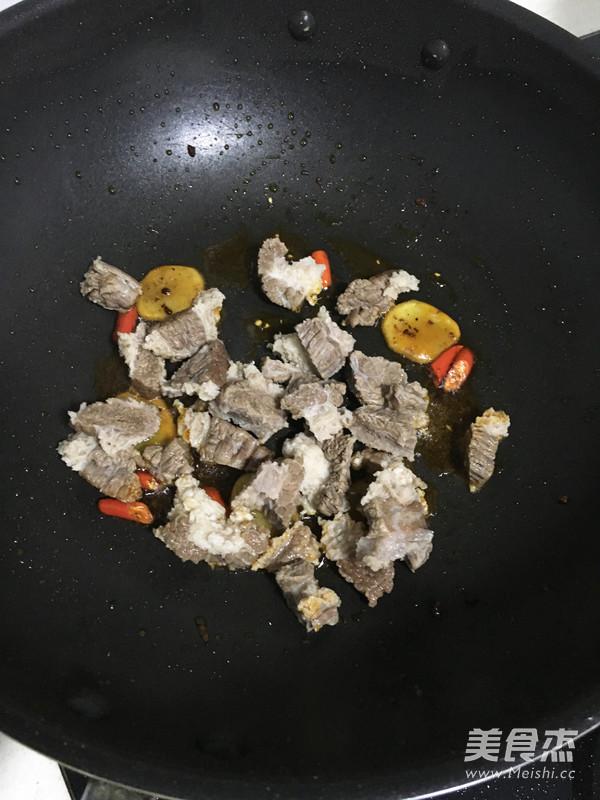 香辣萝卜炖牛腩怎么煮