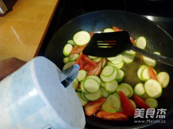 西红柿炒小瓜怎么做