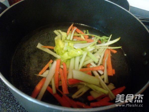 西芹炒腐竹的家常做法