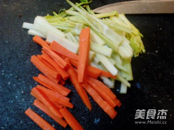 西芹炒腐竹的做法图解