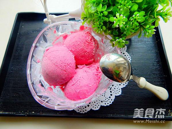 火龙果冰淇淋的制作