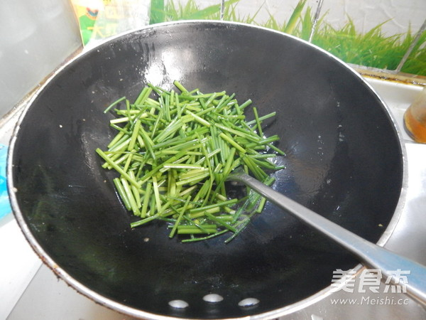 韭菜苔炒鸡蛋怎么做