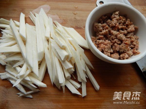 茭白肉末炒干面皮的家常做法