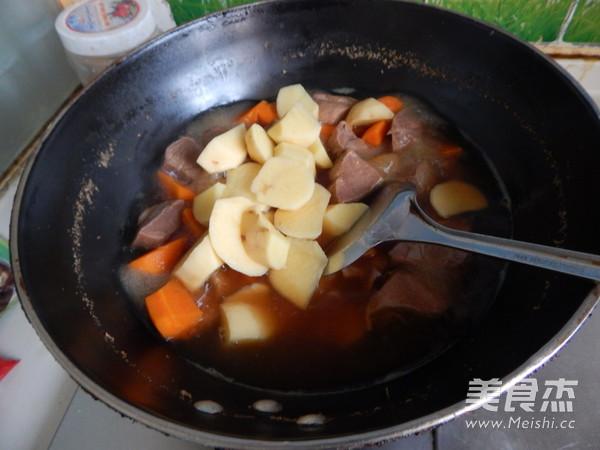 胡萝卜土豆烧牛肉怎样煸