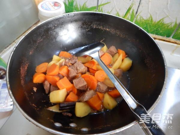 胡萝卜土豆烧牛肉怎样做