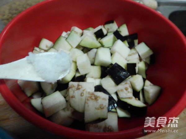 茄子毛豆炒肉丁的简单做法
