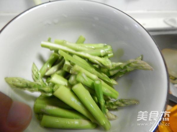 西红柿肉片芦笋汤的家常做法