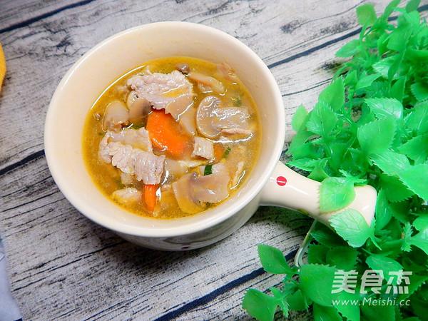 蘑菇肉片汤成品图