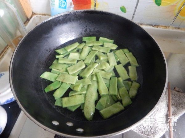 扁豆角炒芋头粉的简单做法