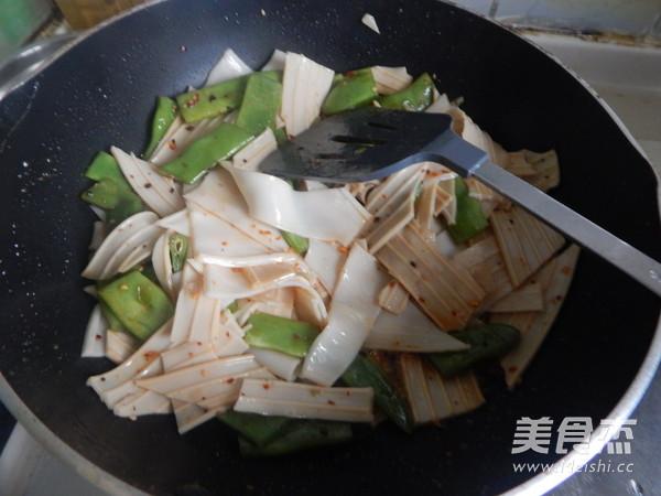 扁豆角炒芋头粉怎样做